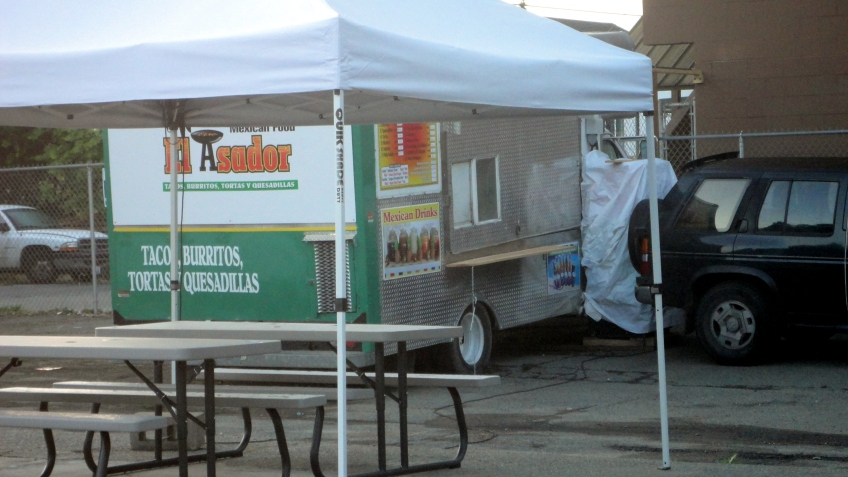 a new taco trailer in my neighborhood!  across the street from the tacobus